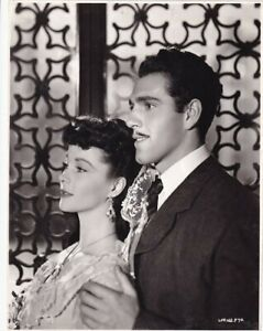 Vivien Leigh leans against man Anna Karenina VINTAGE Photo