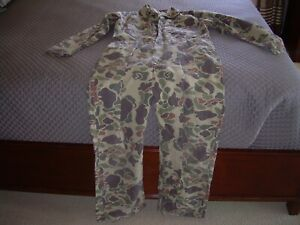 VINTAGE WALLS UNISEX CAMOUFLAGE DUCK HUNTING COVERALLS. SIZE L REG. CHEST 42-44
