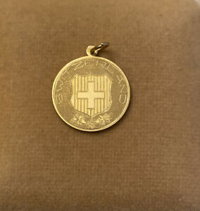 18k Switzerland charm/pendant. Has Stamps 750 And CB On It.