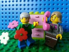 LEGO Minifig Mom Pops Say It With Love Flowers Phone Creator Friends MOTHERS DAY