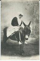 CPA 85 - LA SABLAISE - Elle excelle à dresser les ânes