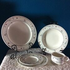 """Mikasa """"Annette"""" (20) Piece Dinnerware Set - Place Settings for (4)"""