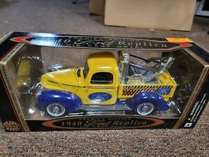 GOLDEN WHEEL 1940 FORD 1:18 TOW TRUCK 1940 GENUINE FORD REPLICA YELLOW DIECAST