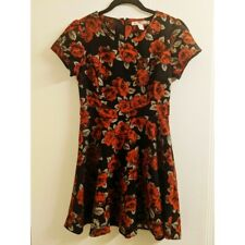 Forever 21 Black and Red Rose Dress Size Small. Mid thigh dress. Short Sleeve.