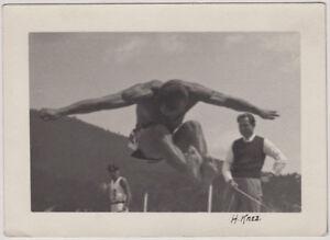 Original vintage 1950s athlete by H. Knez, signed