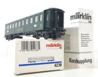 MARKLIN 4238  HO - SWISS SBB CFF GREEN LIVERY PASSENGER COACH No.8902