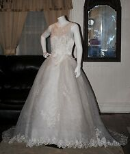 $800.00 Gloria Vanderbilt sleeveless High Ball Gown wedding dress size 12 white