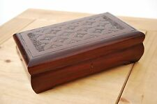 FANTASTIC VINTAGE STYLE CARVED WOODEN JEWELLERY BOX 25CM LONG IN BROWN COLOUR