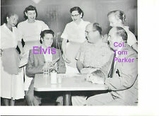 ELVIS PRESLEY COL. TOM PARKER WITH WAITRESSES AT CAFE PRESS 8x10 PHOTO CANDID