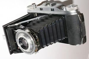 AGFA RECORD 111 FOLDING RANGEFINDER CAMERA. GIVES 8 6x9cms EXPOSURES ON 120 FILM