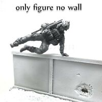 █ 1/35 Resin US Soldier Climbing over Obstacles Unpainted Unassembled YF053