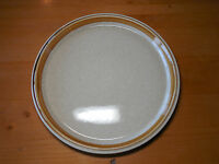 Mikasa STONE MANOR F5800 12 in Round Chop Serving Platter Gold