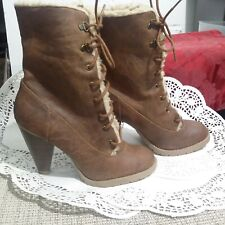 AMERICAN EAGLE  WOMENS  HEEL  BROWN ANKLE  BOOTS fur  laces 6,5M( 7A)