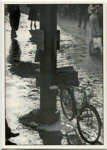 Fahrrad am Laternenpfahl Winter Schnee  Photokunst 70er Ja.