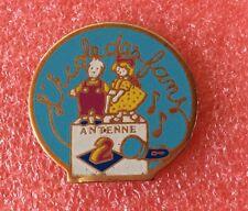 Pins TÉLÉVISION Émission L'ÉCOLE DES FANS Jacques Martin Antenne 2 Chanteur