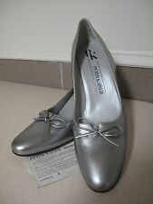Women's Shoes Peter Kaiser Silver leather bow NEW sz 9 made Germany
