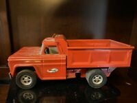 CLEAN!  Pressed Steel Structo Dumper Dump Truck - USA - RED.  10325