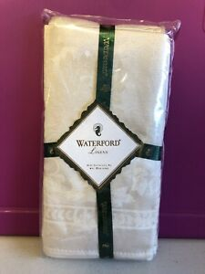 New Waterford Linens Belvedere Set of 4 Napkins Ivory/Champagne Color Floral