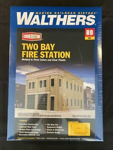 HO Scale Walthers Cornerstone 933-4022 Two-Bay Fire Station Building Kit
