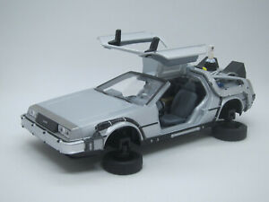 Delorean LK DMC 12 Back to the Future II Transforming Flying Version 1/24 Welly