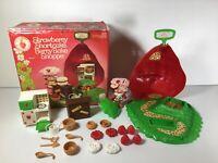 Kenner Strawberry Shortcake 1st Ed Flat Hands Berry Bake Shoppe Original BoxVtg
