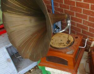 SWISS MADE Maestrophonic  No. 18 hand-cranked gramophone  Working