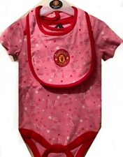 OFFICIAL MANCHESTER UNITED BABY BODYSUIT AND BIB SET 3/6 MONTHS 12/18MONTHS
