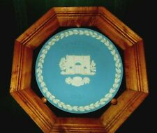 Wedgewood Blue Jasperware Christmas 1981 Marble Arch 3D Plate in frame