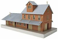 WALTHERS TRAINLINE HO SCALE BRICK FREIGHT HOUSE KIT | BN | 931-918