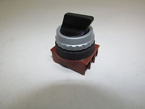 SIEMENS 30 MM SELECTOR SWITCH 3SB1100-2FB20 3-POSITION MAINTAINED LEFT SPRING R