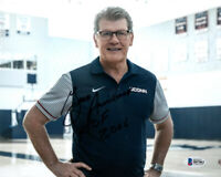 GENO AURIEMMA SIGNED AUTOGRAPHED 8x10 PHOTO + HOF 2006 UCONN HUSKIES BECKETT BAS