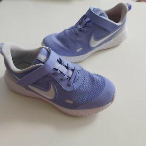 NIKE Revolution Running leichte Sneakers Gr 34 lila SIL=21,5 cm im guten Zustand