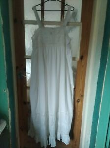 Vintage, Cotton  nightdress with lace and embroidery. Large. Beautiful !.