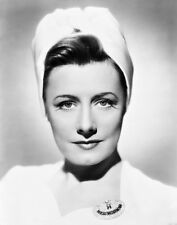 Irene Dunne UNSIGNED photo - D538 - GORGEOUS!!!!!