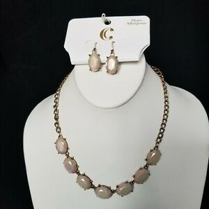 Charming Charlie Gold Cream Blush  Necklace and earring Set vintage inspired