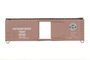 HO Athearn Southern Pacific (SP) 40ft Wood Slide-Door Box Car Unassembled Kit