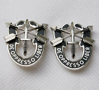 PAIR US SPECIAL FORCES SF HAT PIN MOTTO METAL BADGE DE OPPRESSO LIBE-32185