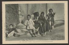 Zigeuner Sinti Roma  Balkan Typen  Zigeunerfamilie bei der Morgenwäsche