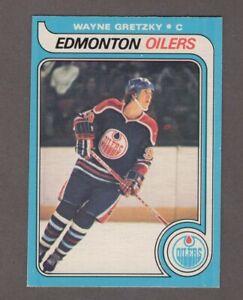 1979-80 O-Pee-Chee #18 Wayne Gretzky UER RC TRIMMED