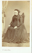 Photo cdv : C.Lebert ; Vieille femme assise en pose , vers 1865