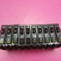 LOT OF 10 SQUARE D BREAKERS SINGLE POLE 2 30A, 5 20A, 3 15A  QO SERIES