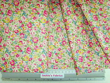 Quilt Shop Quality 100% cotton ~ Vintage-look Floral ~ BY THE METRE