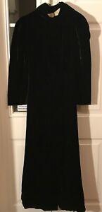 VINTAGE BLACK VELVET HOODED CAPE ROBE LADIES WOMENS COSTUME CLOAK LONG SLEEVE
