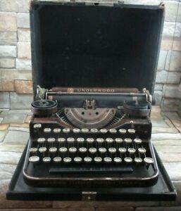 Underwood Standard Four Bank Keyboard Vintage Typewriter Faux Wood Grain Finish