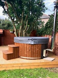 FULLY LOADED FIBREGLASS WOODEN HOT TUB: AIR OR HYDRO BUBBLES + LED, WOOD FIRED.