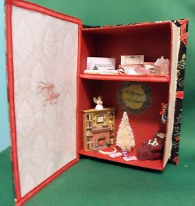 Dollhouse Miniature Decorating for Christmas (Roombox Scenario) in a Book