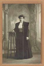 Carte Photo vintage RPPC Boivin Paris femme élégante corset manteau pz0254