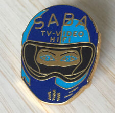 PIN'S F1 FORMULA ONE CASQUE PILOTE SABA TV VIDEO HIFI ARTHUS BERTRAND