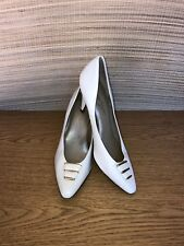 WOMEN WHISPER STEPS 9.5  9 1/2 B MED CREAM WHITE HEELS
