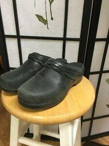 LL Bean Women's Black Clogs Braid Trim Size 40, super comfortable